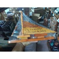 Porta caneta navio em madeira de pino com texto bíblico
